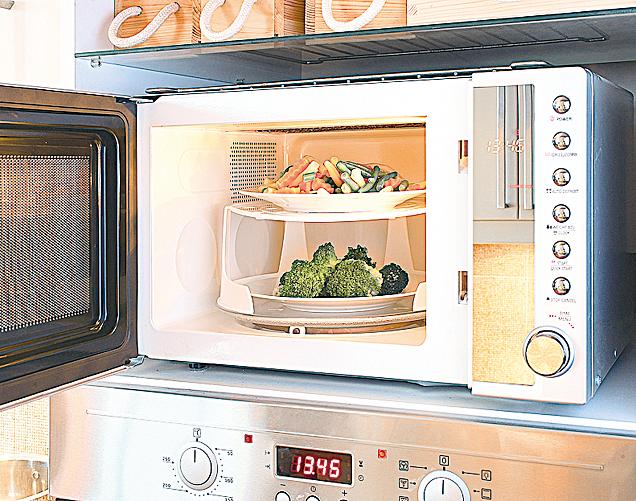 微波爐可以用來烹調蔬菜,簡單又快速。