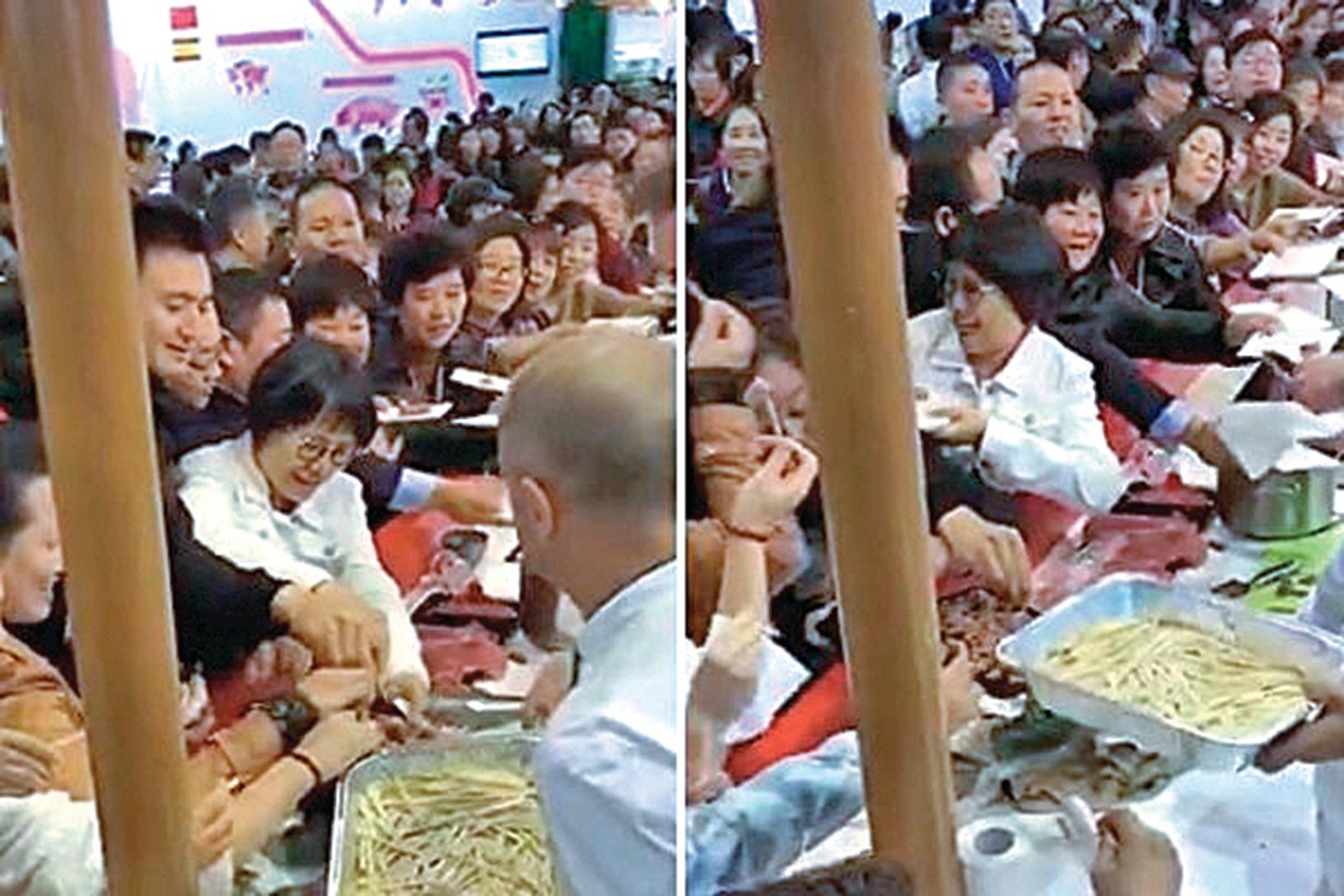近日,中國大媽、大叔「進博會」哄搶食物影片曝光,他們把試吃品一掃而光,老外看到直搖頭。事件引發網絡熱議。(影片截圖)
