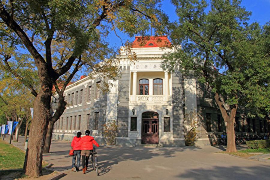 特朗普政府周二(11月20日)發佈的301調查報告更新版顯示,沒有跡象表明中共會停止入侵美國公司商業網絡以竊取技術和機密的政策和做法。報告還點名清華大學和中國電信曾參與網絡攻擊。圖為北京清華大學校園。(大紀元資料室)