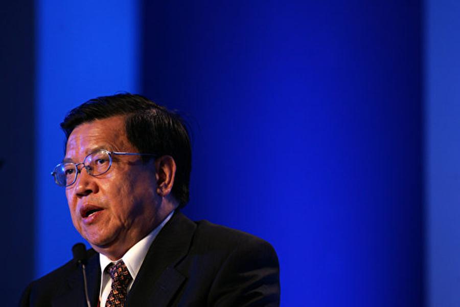 中國入世貿談判前首席代表龍永圖近日公開批評對美貿易戰策略失誤,凸顯中共高層內部的政治分歧。圖為龍永圖的資料圖。(Getty Image)