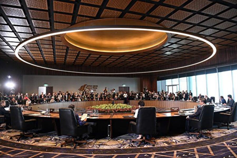 11月18日,APEC各個成員國國領導人在巴布亞新幾內亞參加峰會。(SAEED KHAN/AFP/Getty Images)