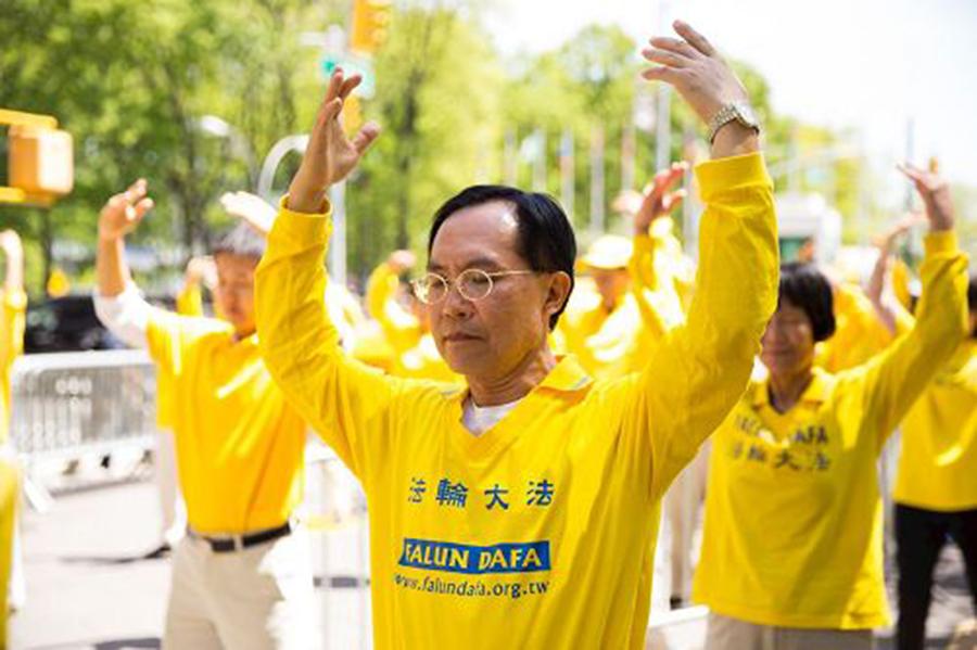陳國峰醫生學煉法輪功後,曾困擾他多年的憂鬱症與失眠很快就不藥而癒。(明慧網圖片)