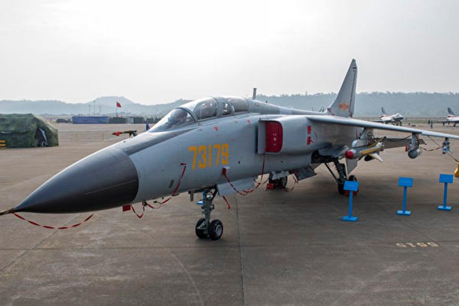 近日,中共一架殲轟-7A戰機在起飛後不久,發動機起火。圖為殲轟-7A資料圖。(大紀元資料室)