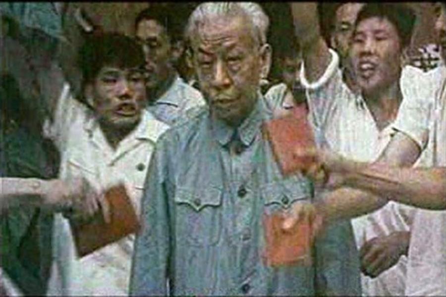 劉少奇被批鬥。(網絡圖片)