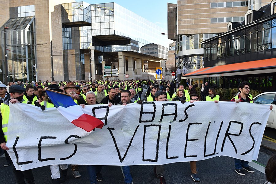 法國西北部城市Le Mans的抗議民眾。(JEAN-FRANCOIS MONIER/AFP/Getty Images)