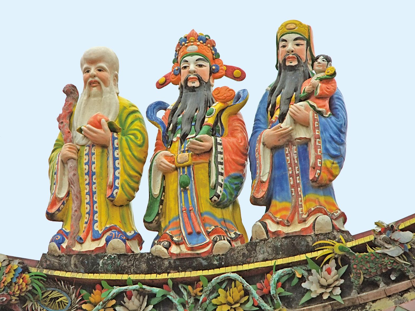 圖為福、祿、壽三仙,由左至右依序是壽星、福星、祿星。(Vmenkov /維基百科)