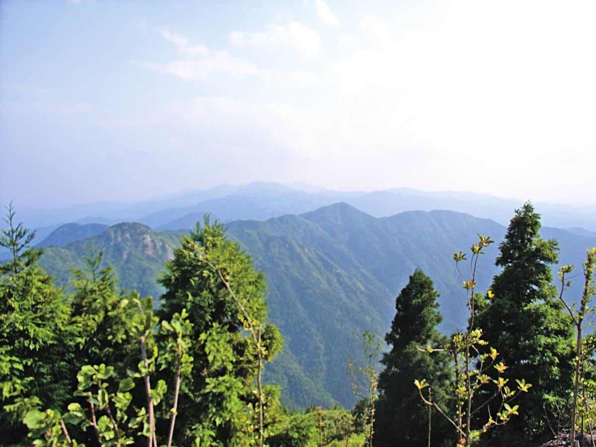 衡山有「壽岳」之稱。後人祝壽,時常稱頌「壽比南山」,這裏的「南山」就是指:南嶽衡山。(維基百科)