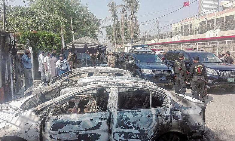 11月23日,中共駐巴基斯坦卡拉奇(Karachi)領事館遭恐怖襲擊,至少2名巴國警察死亡。(Getty Images)