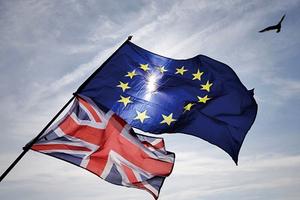 歐盟批准脫歐草案 英相致信全國