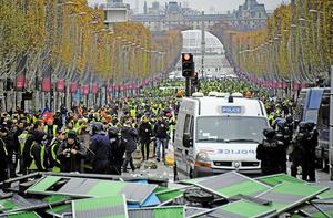 法國逾十萬人抗議燃油稅漲