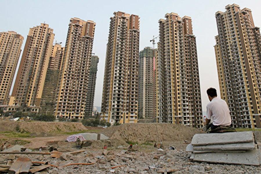 中國人民大學發布一份報告表示,居民財富基本被房地產掏空。圖為重慶一個在建樓盤。(Getty Images)