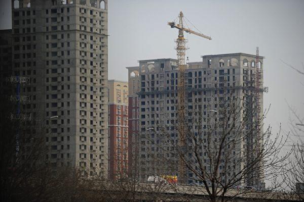 紐約長島大學經濟系主任穆督庫塔斯(Panos Mourdoukoutas)教授11月24日在《福布斯》上刊文說,雖然美中貿易戰在金融市場引起了極大焦慮,但它遲早會結束。而中國日益嚴峻的債務問題才是中共面臨的最大問題。(WANG ZHAO/AFP)