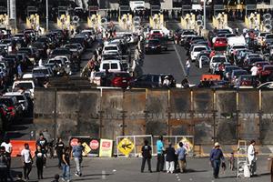 大篷車數百人非法闖邊境 美緊急關閉邊境