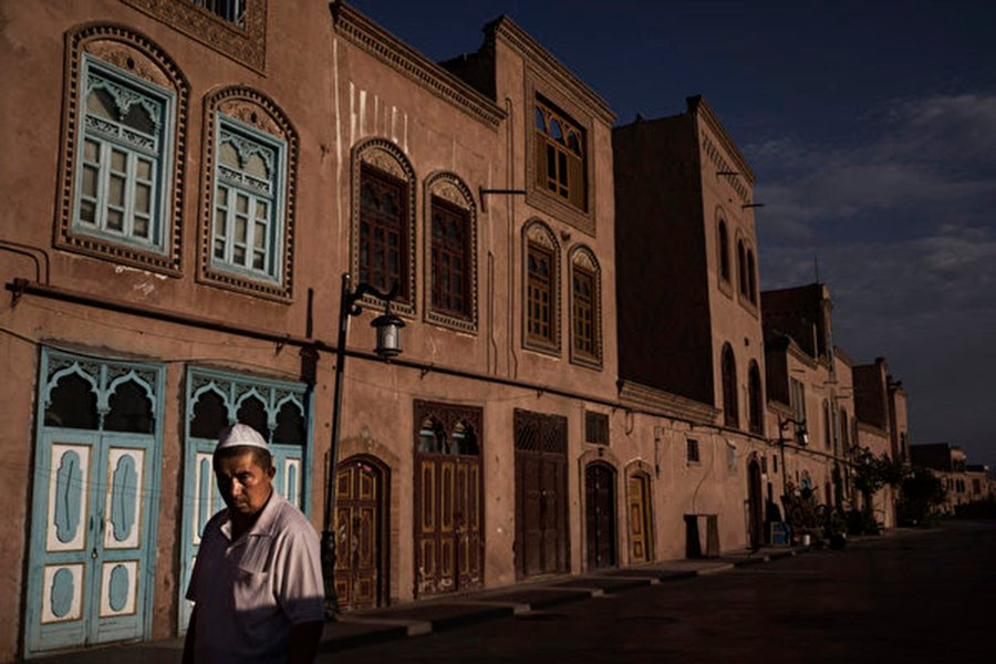 新疆被指變成了一所大監獄,大批民眾被關進「教育轉化」集中營。(Kevin Frayer/Getty Images)