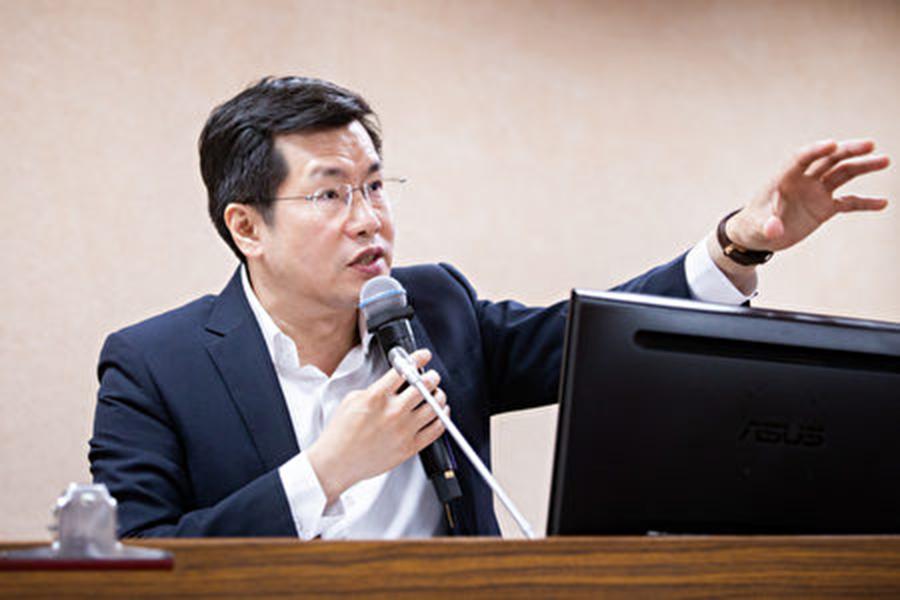 國安局長彭勝竹26日表示,網絡部份原則上是由國家通訊傳播委員會主責,立委羅致政(圖)認為,「我們要反守為攻,這個是相當重要的。」(陳柏州/大紀元)