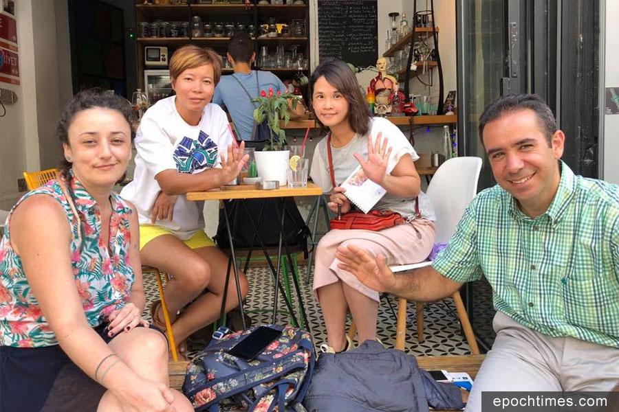 此次土耳其之旅由朋友Seda(左前一)帶路,German(左後一)與她的朋友們合照。(受訪者提供)