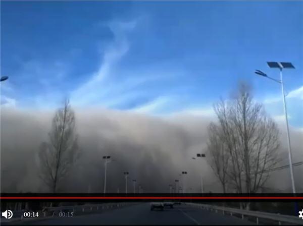 百米高「沙牆」襲甘肅 西安污染指數爆表