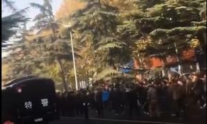 鄭州貨車限行規定引發近千司機遊行抗議