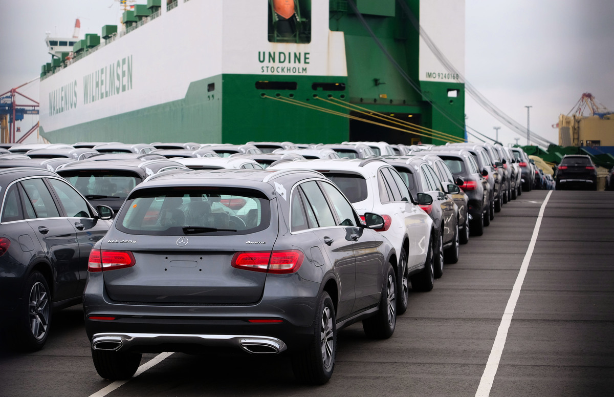德國媒體報道,美國總統特朗普下周或對進口汽車加徵關稅。消息傳出,周二(11月27日)歐洲汽車股應聲下跌。(PATRIK STOLLARZ/AFP/Getty Images)