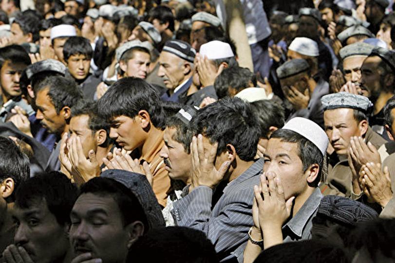 外媒曝新疆「再教育營」與監獄無異