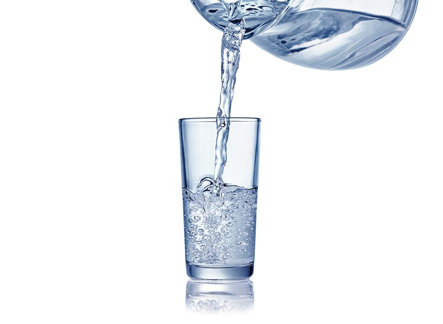 沐浴前喝一杯水 瘦更快