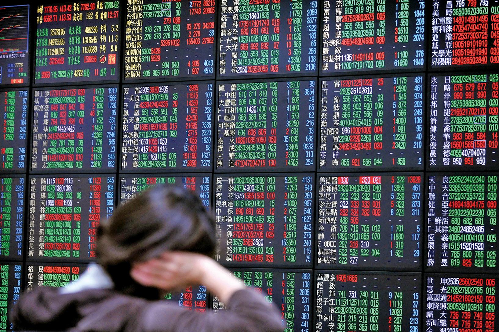 近期中國股市亂象再起,加上中共出爾反爾的各種政策,都再度提醒中國民眾:珍惜財富,遠離股市。圖為示意照。 (AFP)
