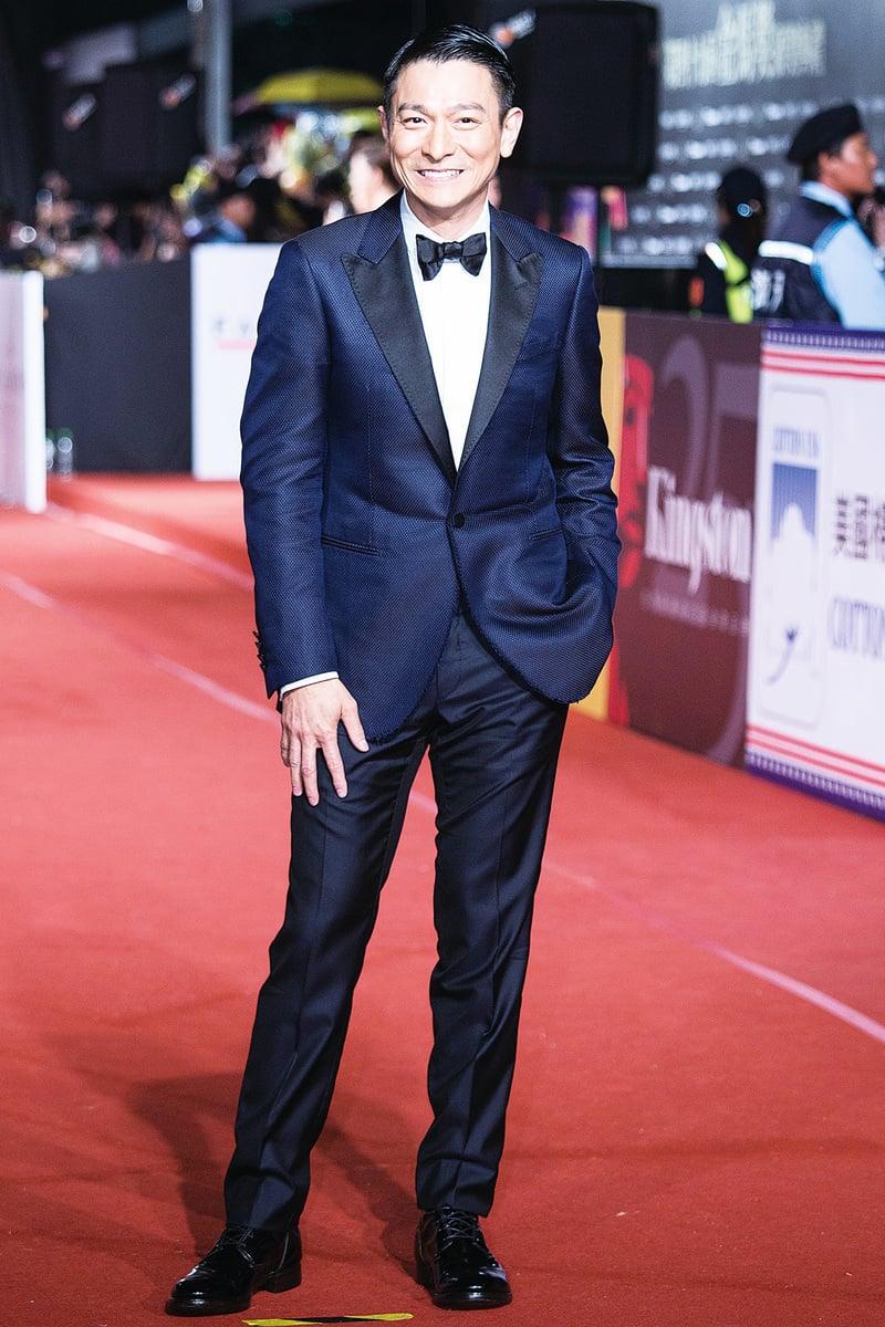 擔任評審團主席的影帝劉德華身穿深藍色西裝,沉穩知性。(陳柏州/大紀元)