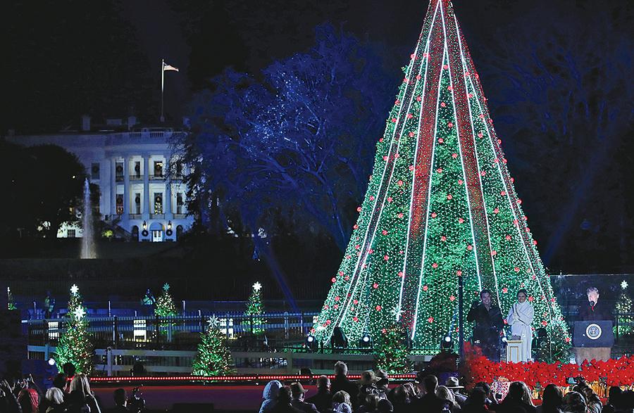 特朗普攜夫人點亮國家聖誕樹