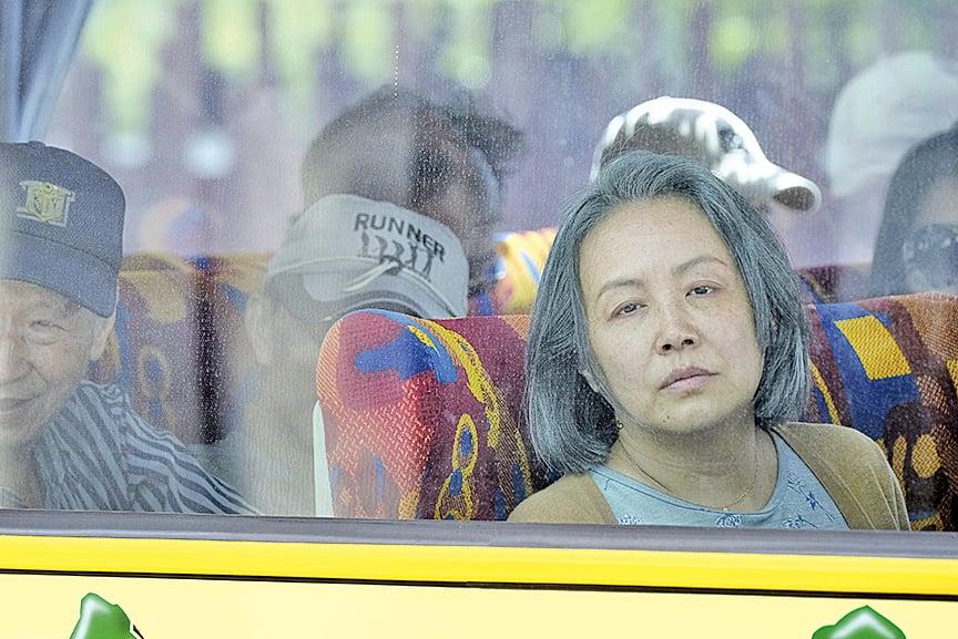 主角大陸的母親參加了台灣「自由行」,無奈卻無法「自由行」,只能跟隨旅行團的路線。