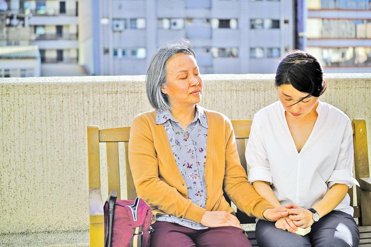 母親給了女主角五年前警察來家盤問的錄音。觀眾從這段對話感受到當前中國大陸的信息監控和思想禁錮。年邁的母親,究竟在何等壓力下度過這漫長的五年?它留給觀眾空間去想像,去理解。