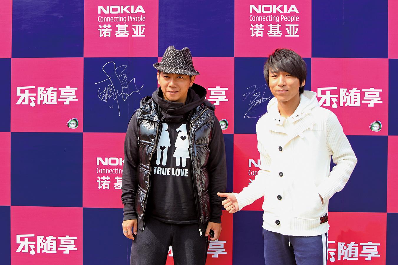 陳羽凡日前因涉毒被抓,引爆網絡。圖為2008年4月陳羽凡(右)和胡海泉參加諾基亞在北京的一次發佈會。(AFP)