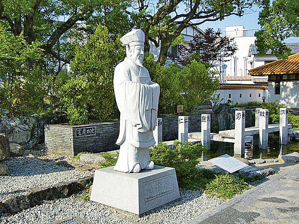 日本徐福公園內的徐福像(圖片:wikimedia commons/663highland)