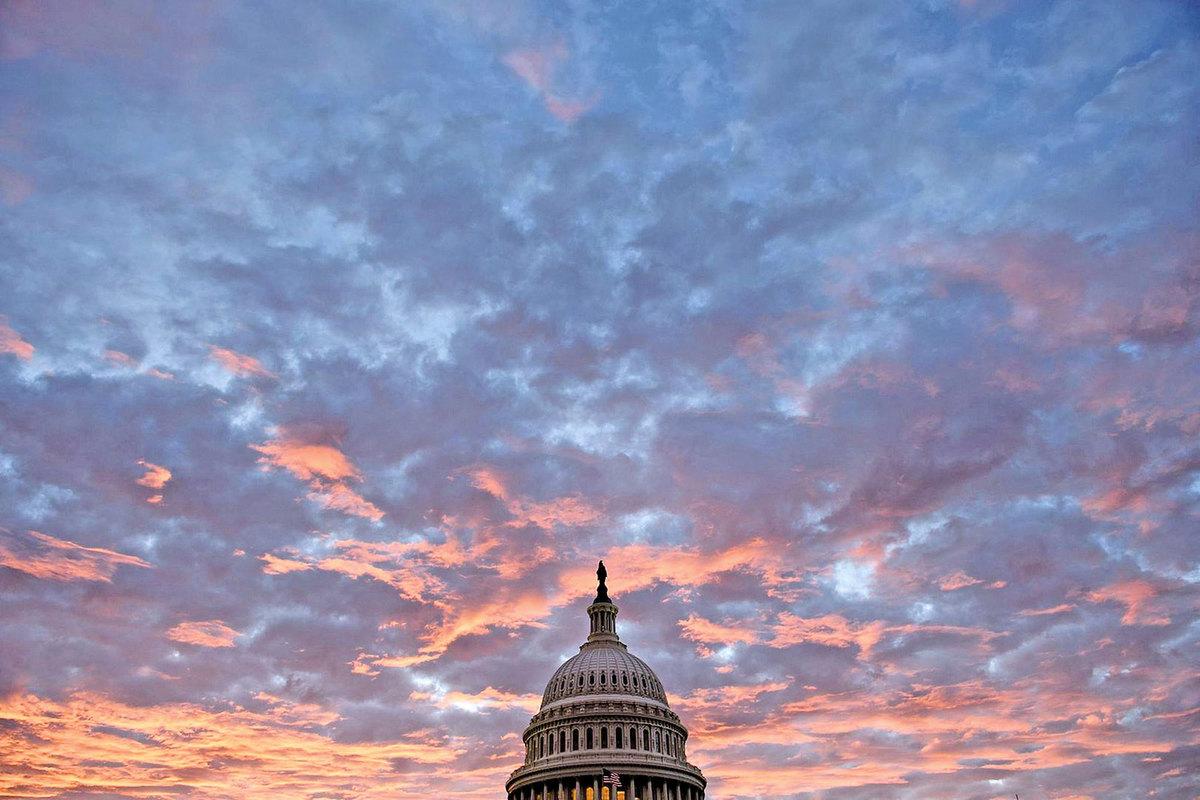傳統式微時,美國總統特朗普更加任重道遠。圖為11月6日美國中期選舉的當天,國會山的景象。(Getty Images)