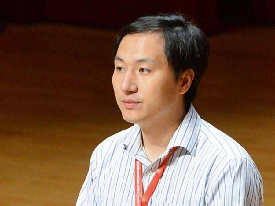 鬧出「世界首例基因編輯雙胞胎」風波的中國科學家賀建奎28日如期出席,透過演講為自己的研究辯護,並稱還有一個基因編輯胚胎可能已在受孕早期階段。(宋碧龍/大紀元)