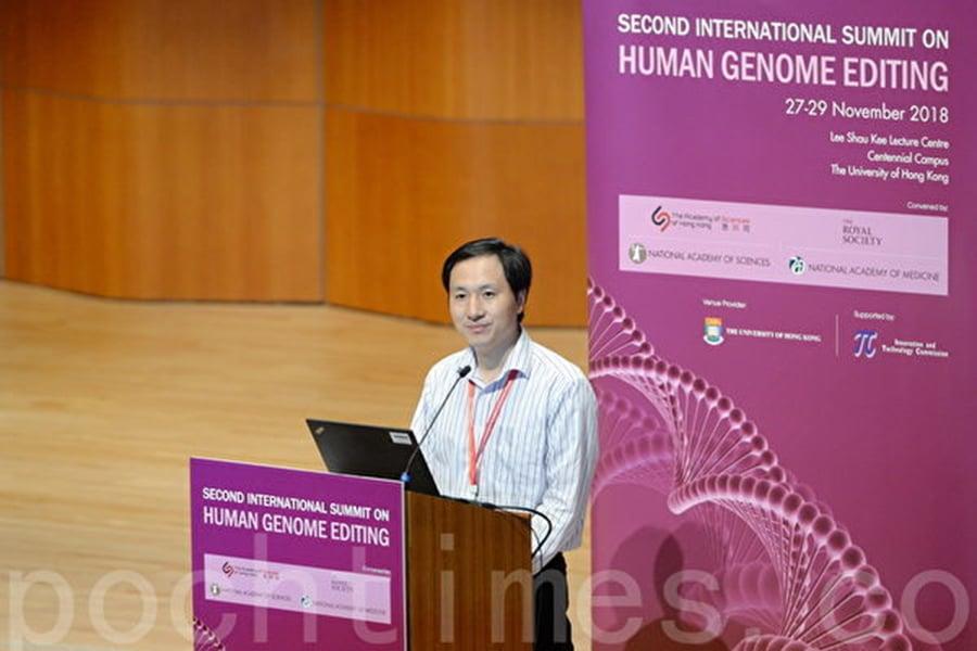 圖為鬧出「世界首例基因編輯雙胞胎」風波的中國科學家賀建奎28日出席香港峰會。(宋碧龍/大紀元)