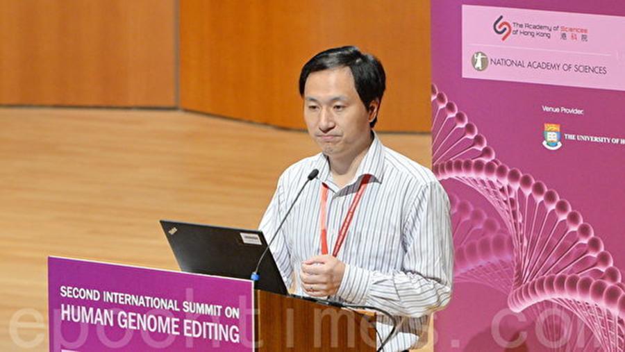 鬧出「世界首例基因編輯雙胞胎」風波的南方科技大學副教授賀建奎11月28日出席香港峰會。(宋碧龍/大紀元)