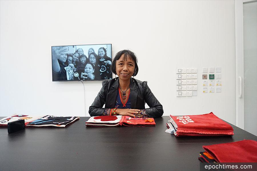 本次活動的「駐場藝術家」——菲律賓藝術家艾瑪・昆托(Alma Quinto)。(曾蓮/大紀元)