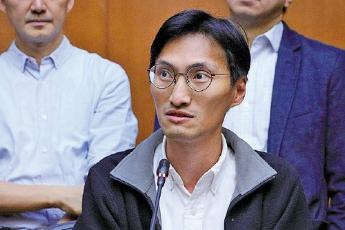 朱凱廸指北京變相踩住香港言論自由的底線,而民主派一貫守著的核心價值是「就算我不同意你,我也誓言捍衛你的發言權利。」(蔡雯文/大紀元)