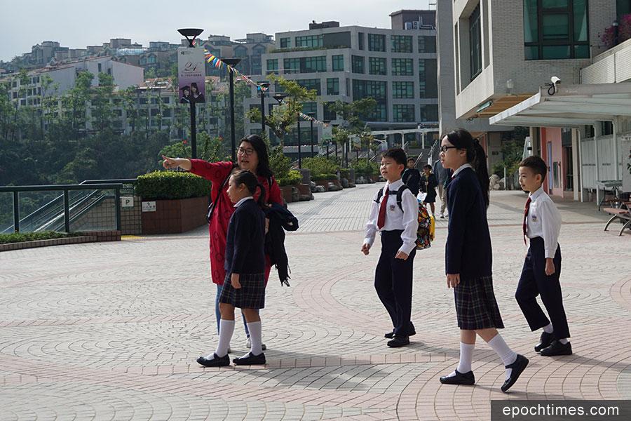 現今的學生校服。(曾蓮/大紀元)