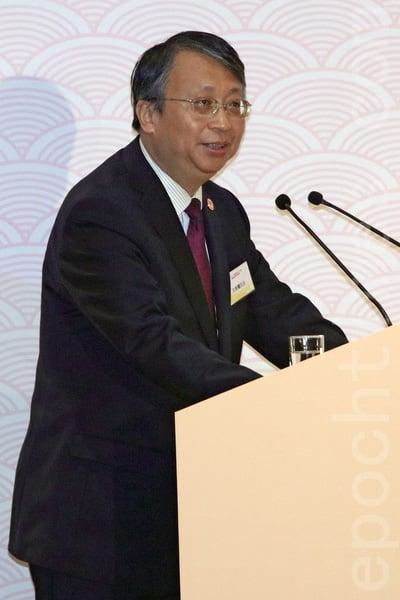 法律界立法會議員郭榮鏗強調,中國憲法並非全部適用於香港,在香港講《基本法》最實際。(蔡雯文/大紀元)