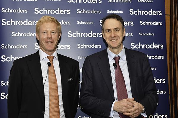 施羅德首席經濟師Keith Wade(右)亞洲區多元化資產投資主管Patrick Brenner(左)。(郭威利/大紀元)