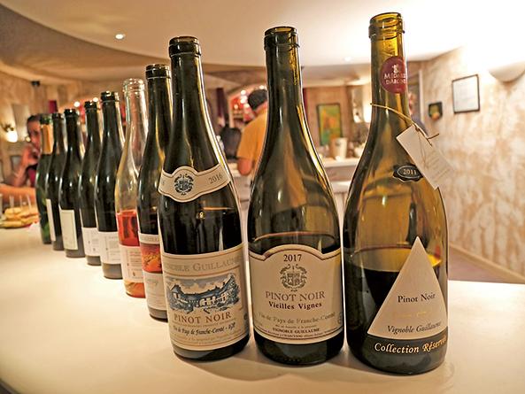 Vignoble Guillaume酒莊生產數種紅酒和白葡萄酒。