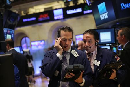 全球股市2016年新年來了個「開門黑」,中國經濟放緩加深的跡象引發全球股市拋售。(Spencer Platt/Getty Images)