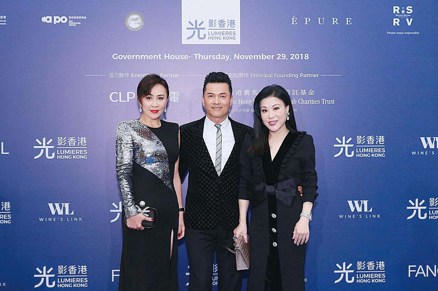 (左起)光影大使劉嘉玲與嘉賓呂良偉及太太楊小娟在活動上合照。(Dynamic Network Alliances公司提供)