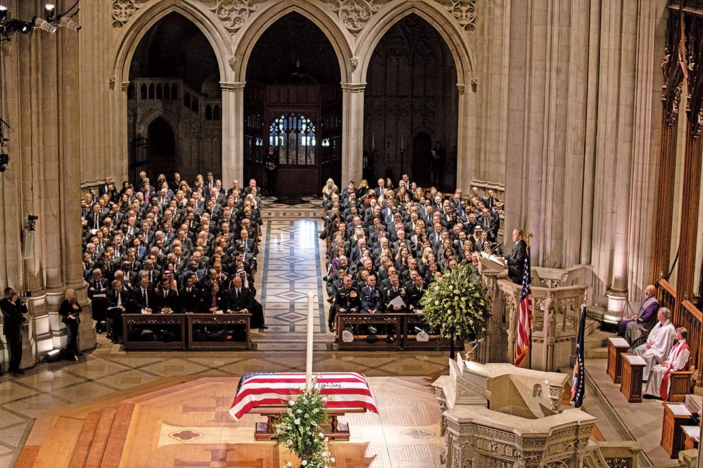 12月5日,美國前總統老布殊的葬禮在首都華盛頓國家大教堂舉行;特朗普同夫人梅拉尼婭也出席儀式。(大紀元)