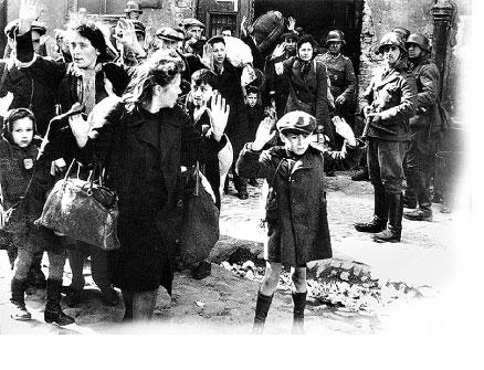 1943年的華沙猶太區起義行動失敗, 德軍將猶太人趕出防空洞的場景。(維基百科)