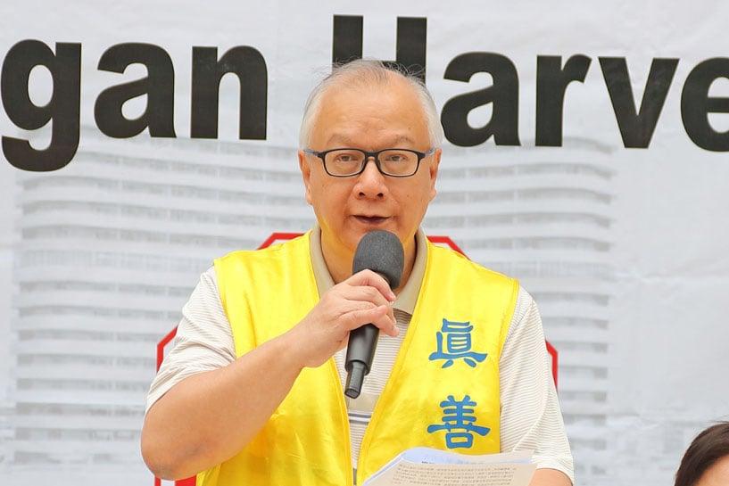 香港法輪佛學會發言人簡鴻章在12月9日的國際人權日法輪功反迫害集會上發言。(李逸/大紀元)