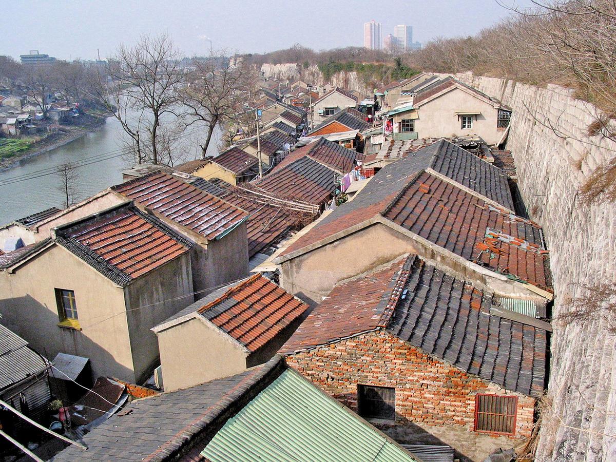 2002年,秦淮河邊的民居。(大紀元資料室)