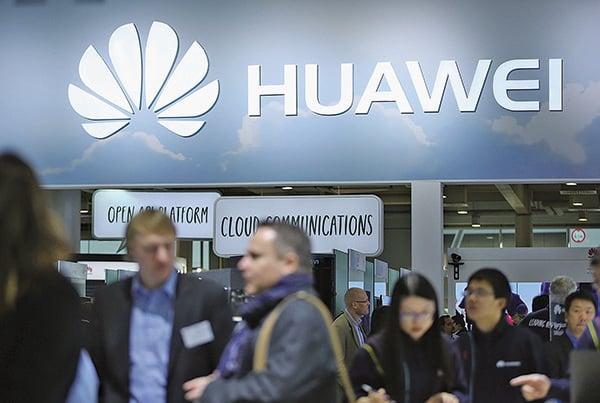 日本政府今日(10日)正式宣佈將「事實上」把中國電訊商華為和中興通訊(ZTE),從政府內部的採購清單上剔除。(Getty Images)