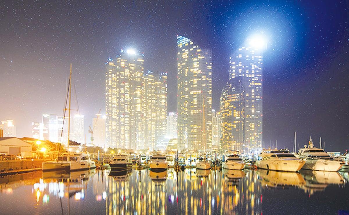 海洋都市夜景。